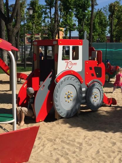 Çocuk Parkından Traktör kaydırak