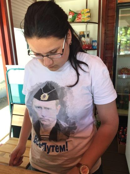 Putin hayranı büfe çalışanı kız